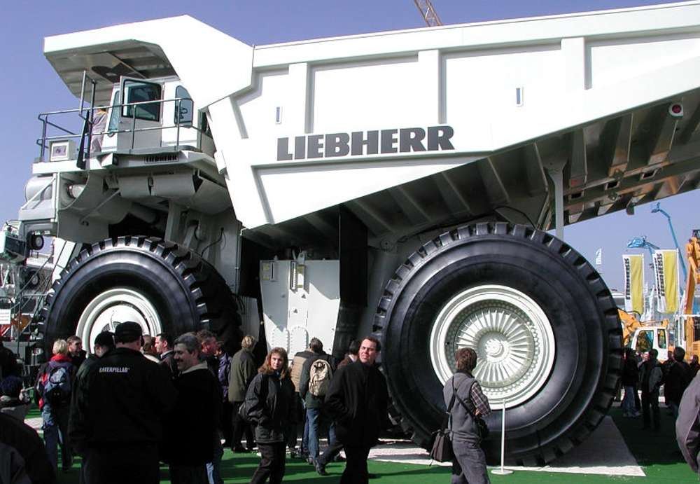 Самосвал Liebherr T 282B - самый больш…