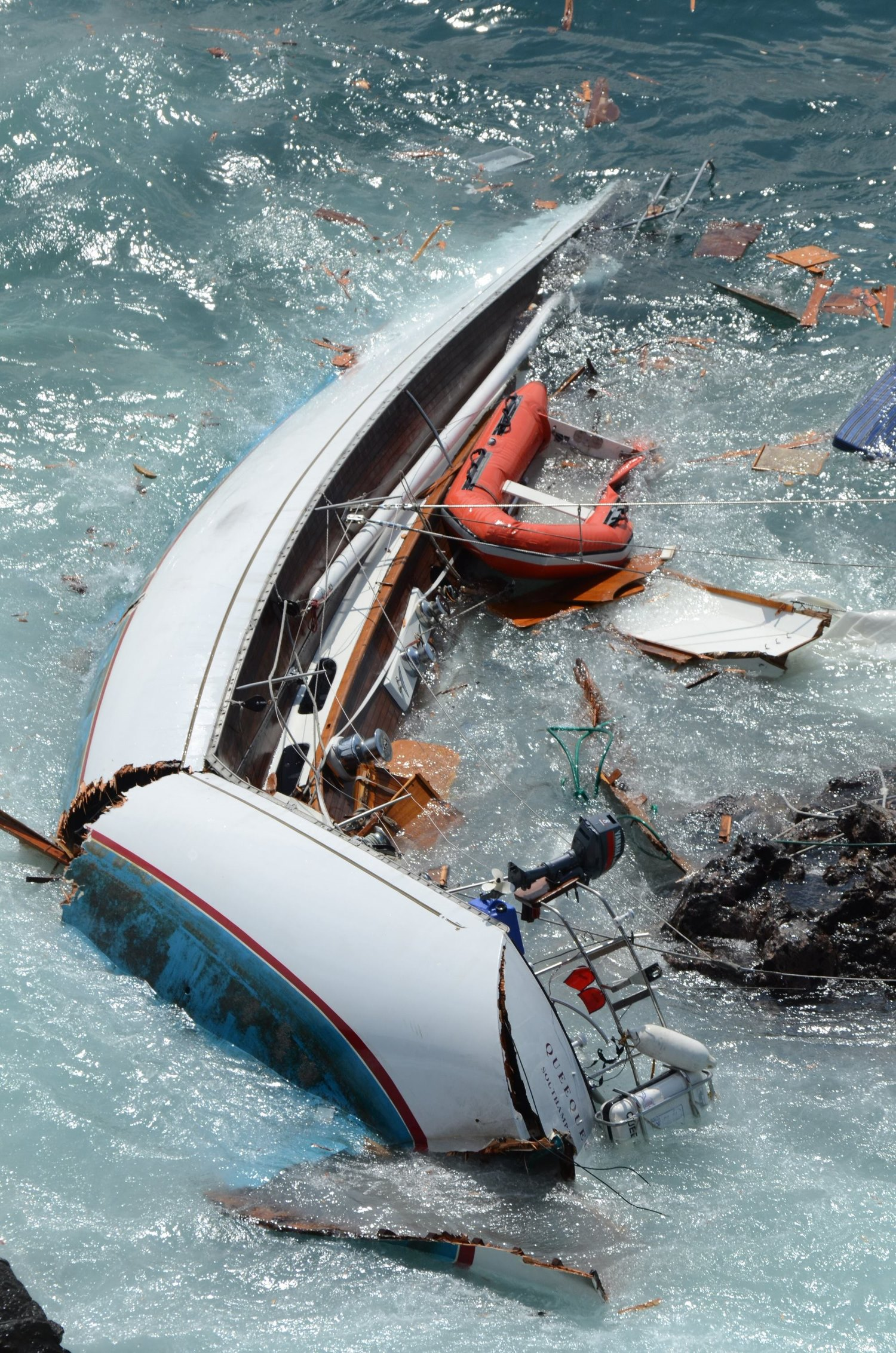 Segelyacht im sturm  Segeln: SOS-Bilderseite 2011
