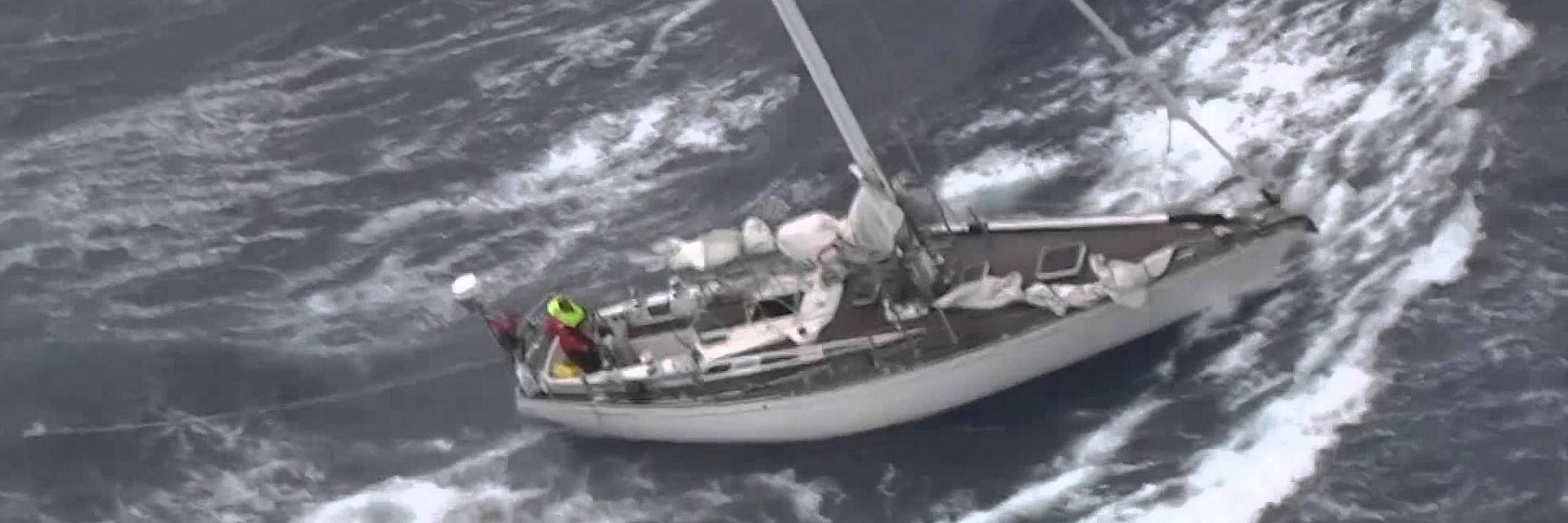 Segelyacht im sturm  Aufgegebene SWAN 44