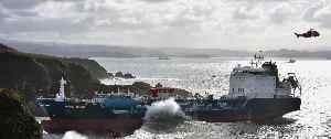Tanker 'Blue Star' in den Felsen gefangen