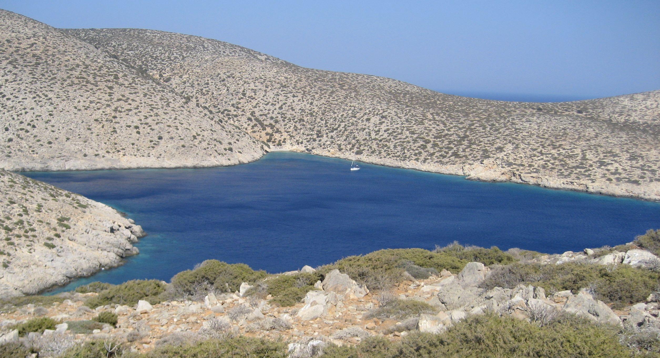 http://www.esys.org/rev_info/Griechenland/Syrna_Suedbucht-hq.jpg
